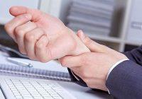 ألم في الإصبع الأوسط: ما الذي يمكن أن يسبب ذلك؟