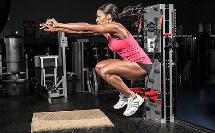 ¿Qué debe hacer primero, entrenamiento cardiovascular o de fuerza, y por qué?