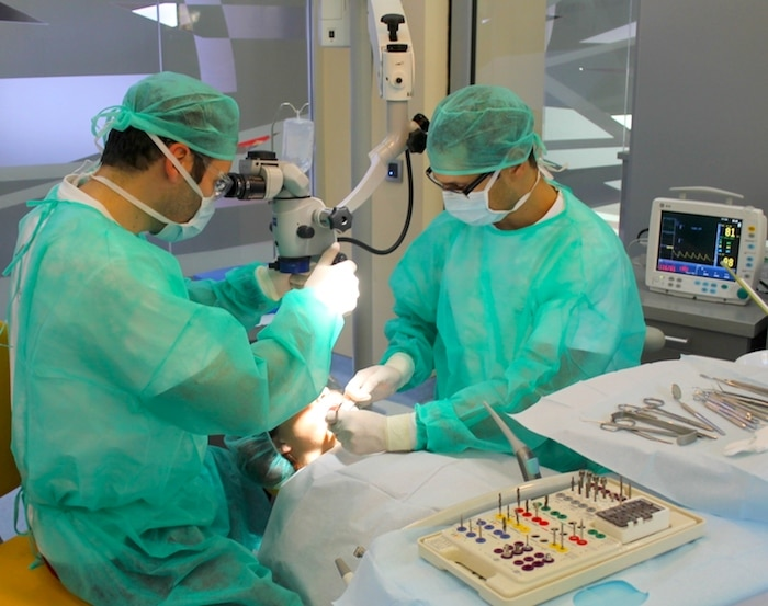 A cirurgia gengival é dolorosa? O que posso esperar de uma operação de doença gengival?