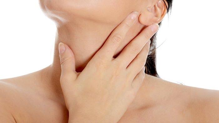 """Possíveis causas de sensações de """"sufocamento"""" e """"esmagamento"""" na garganta"""