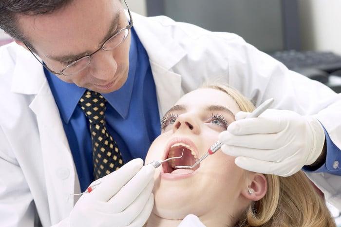 Tratamiento de la enfermedad de las encías: opciones quirúrgicas y no quirúrgicas
