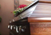 Hacer arreglos fúnebres: ¿deberías elegir cremación o entierro?