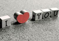 Cómo planificar un servicio conmemorativo para un amor fallecido