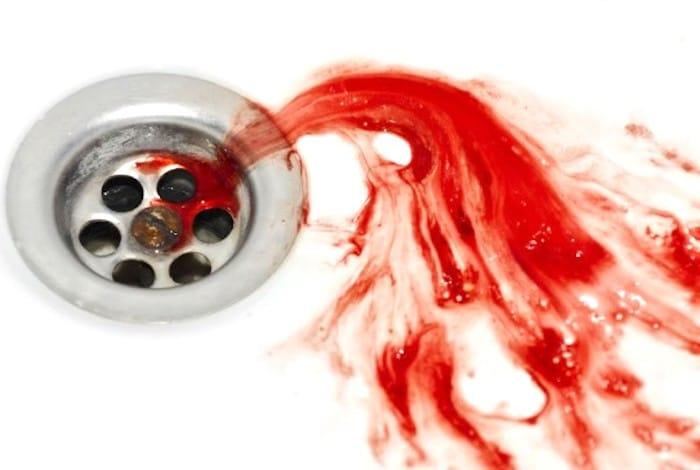 ¿Deberías preocuparte por la sangre en tu saliva?