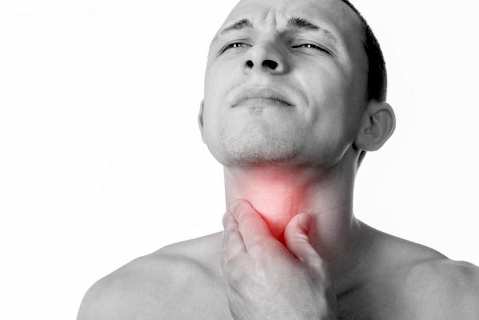 Clarificación constante de la garganta: el reflujo laringofaríngeo podría ser la causa