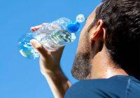 Qu'est-ce qu'une hydratation adéquate a à voir avec le traitement de la bronchite aiguë et chronique?