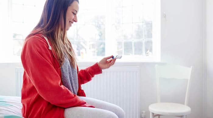 Las pruebas de embarazo en el hogar están disponibles en farmacias y en línea.