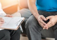 Eine Person mit Prostatitis hat eine Entzündung der Prostata.