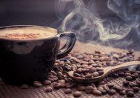 Una persona es más propensa a tomar una sobredosis de cafeína tomando un suplemento dietético que tomando café.