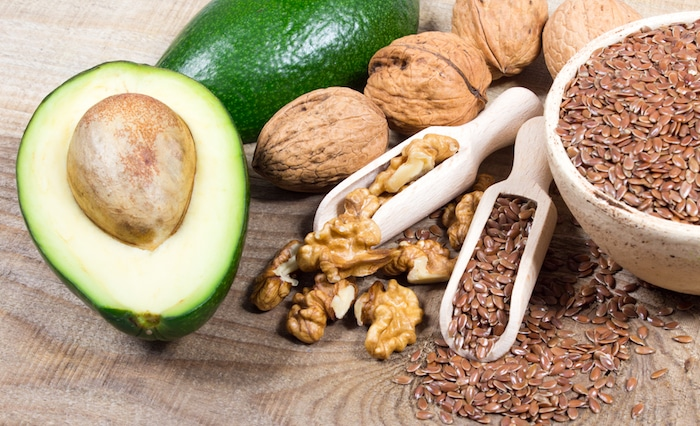 الأطعمة الغنية بأحماض أوميغا 3 الدهنية يمكن أن تفيد الجلد.