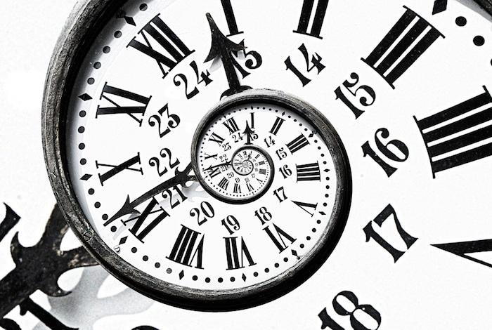 O fluxo da experiência é processado por nossos cérebros, criando uma sensação subjetiva de tempo.