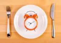 Essen in einem Zeitraum von 10 Stunden kann die genetischen Defekte zunichte machen, die Krankheiten verursachen und die Gesundheit nähren