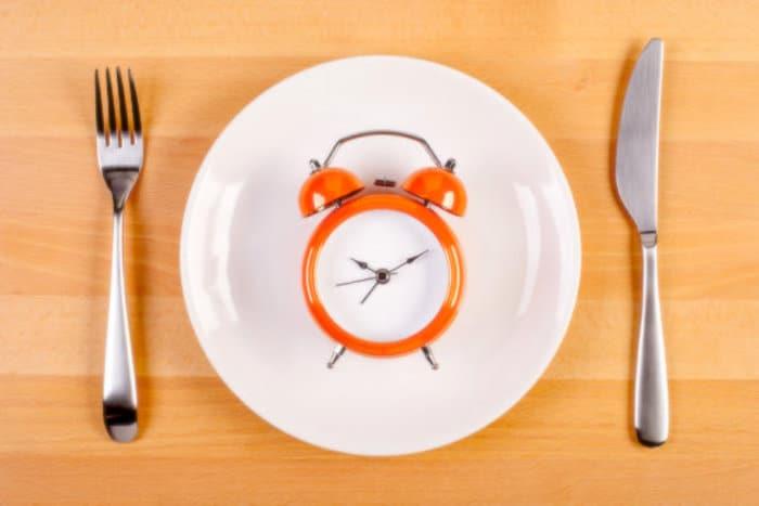 Comer en un período de 10 horas puede anular los defectos genéticos que causan enfermedades, nutrir la salud
