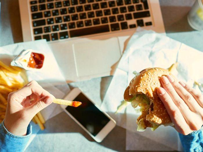 Por que continuamos a comer quando estamos cheios?