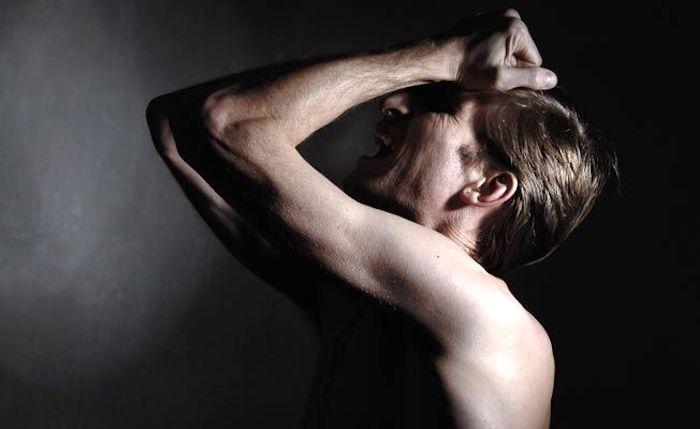 Was bedeutet Schmerz und dumpfer Schmerz in einem oder beiden Hoden?