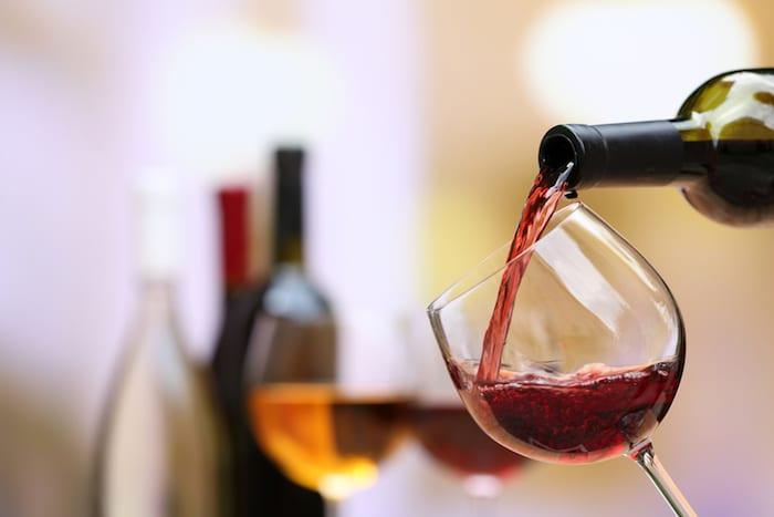 El alcohol y la cafeína pueden desencadenar un ataque de migraña