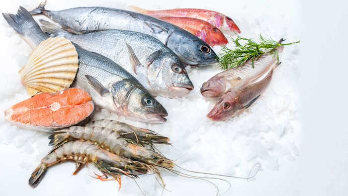 La FDA aconseja que no todos los peces sean seguros para las mujeres que amamantan