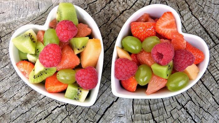 La quinua y las frutas enteras son hidratos de carbono saludables