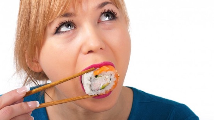 Las mujeres pueden comer sushi mientras están amamantando
