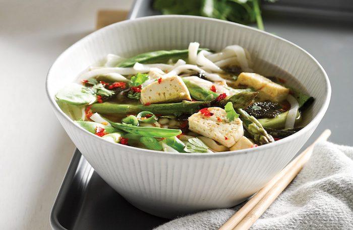 Muchos recomiendan la sopa de miso como una opción probiótica para los veganos