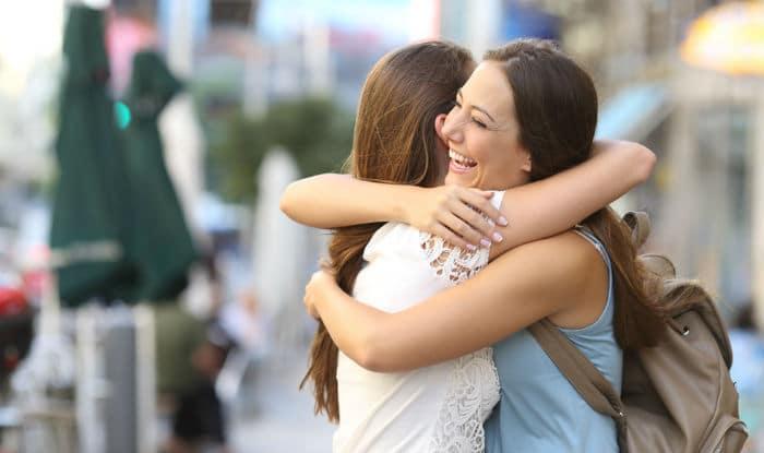 Los estudios han demostrado que compartir un abrazo puede eliminar la ansiedad existencial