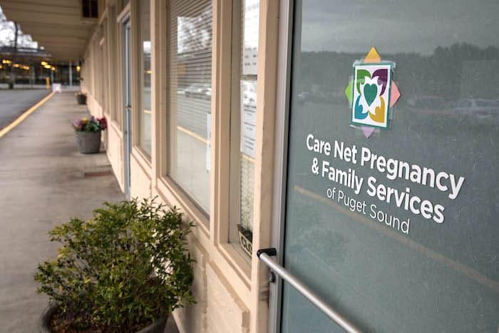 Cómo los centros de crisis para el embarazo intentan engañarla para que no tenga un aborto