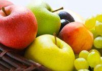 Choisir des fruits frais plutôt que des fruits secs et des jus de fruits peut aider à réduire la consommation totale de sucre