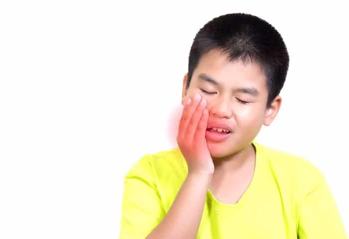 La gingivostomatitis causa que las llagas se desarrollen dentro de la boca