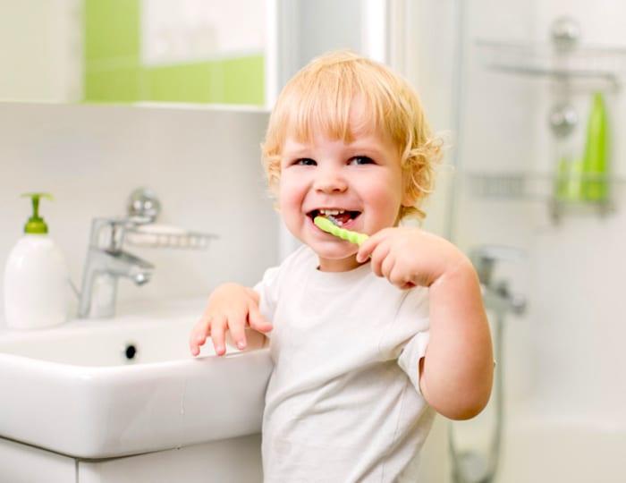 La mala higiene bucal puede ser una causa de gingivostomatitis