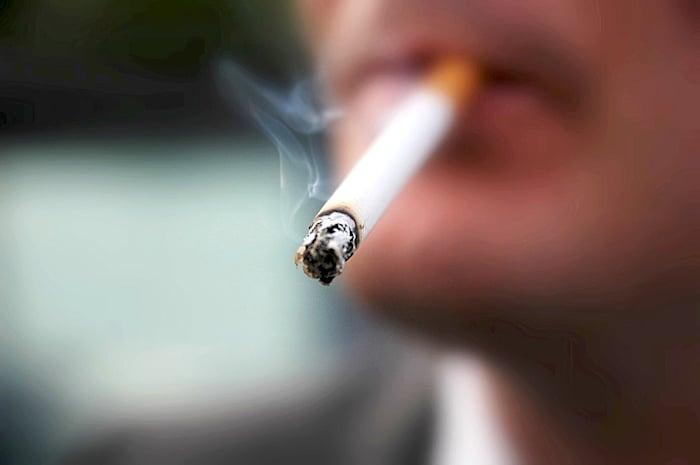 يجب على الشخص تجنب التبغ لتقليل مخاطر الإصابة بـ SBA