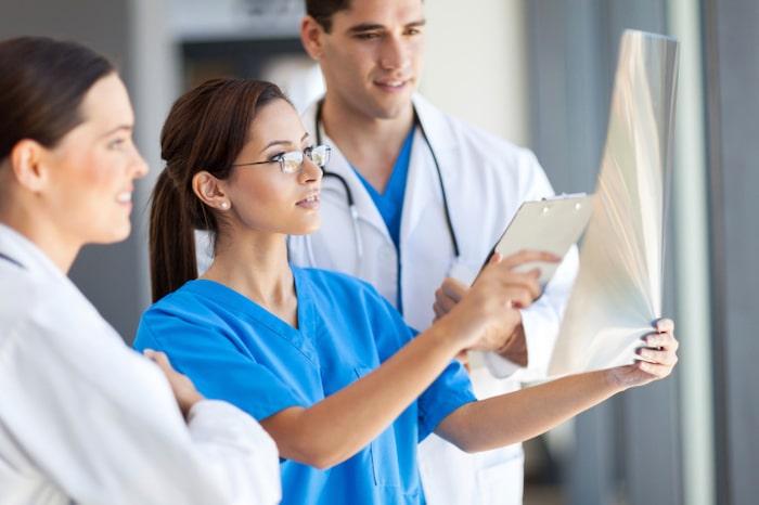 Los profesionales médicos brindarán asesoramiento imparcial sobre todas las opciones de tratamiento disponibles y los riesgos involucrados