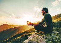 Comme le montre une étude récente, la méditation transcendantale peut vous aider à vous sentir moins stressé et augmenter votre intelligence émotionnelle.