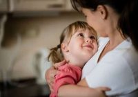 Einfache Aktionen können Eltern dabei helfen, sich mit ihren Kindern zu verbinden