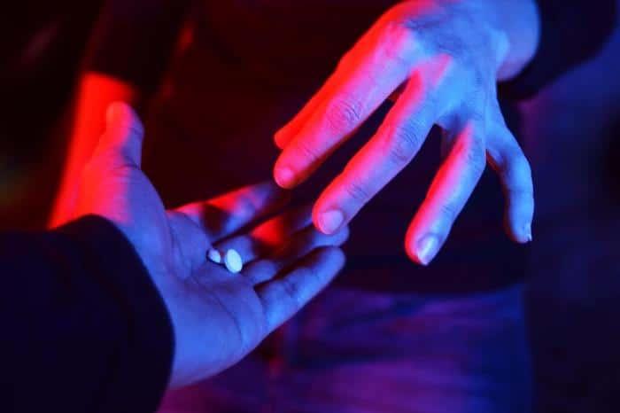 """Los síntomas de la adicción a menudo conducen a un """"efecto dominó"""" de circunstancias adversas."""
