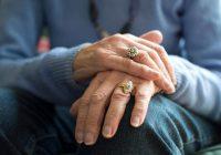 Un tremblement dans une main est un signe précoce de la maladie de Parkinson