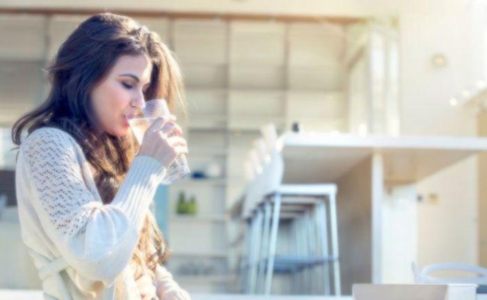 Boire beaucoup d'eau peut aider à garder les infections urinaires aux abois