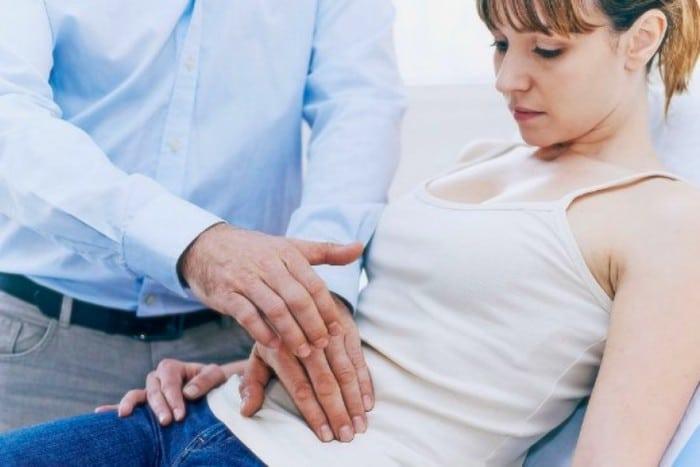 تشمل أعراض مرض كرون الإسهال وآلام البطن والتعب ، ولكن من غير المرجح أن تكون قاتلة.