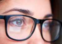 Un médico u óptico debe evaluar cualquier cambio en el ojo