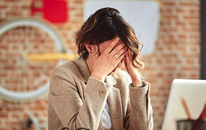 Estresse no trabalho ou na escola pode levar a um transtorno de ansiedade