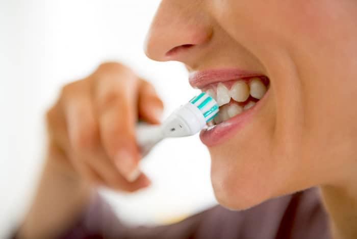 ¿Es mejor un cepillo de dientes eléctrico para las personas con peridontitis y, en caso afirmativo, qué tipo de cepillo?