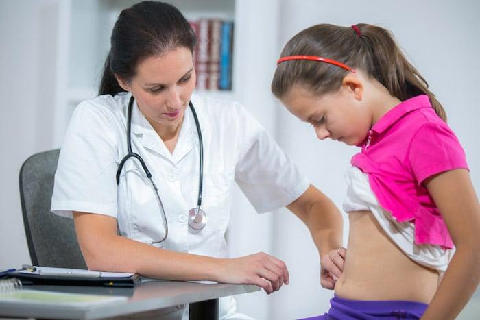 La colitis ulcerosa puede causar dolores abdominales