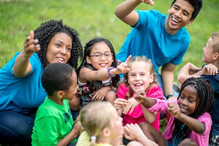 السفر إلى الخارج مع الأطفال: ما هو تأثير دولة جديدة على الهوية الثقافية لطفلك؟