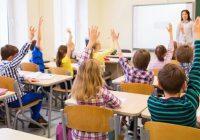 Déménagement dans les écoles: comment aider votre enfant du primaire à progresser dans une nouvelle salle de classe