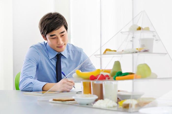 قد يوصي الطبيب بتغييرات غذائية للمساعدة في علاج التهاب القولون التقرحي