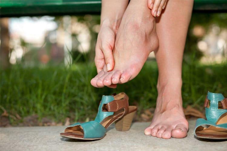 Una persona debe consultar a un médico si experimenta dolor al caminar