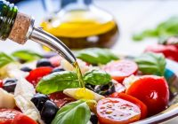 La dieta mediterránea se centra en carnes y pescados magros, verduras frescas y aceite de oliva
