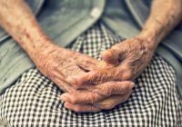 Una persona con artritis reumatoide puede encontrar que el dolor y la movilidad de las articulaciones empeoran con el tiempo