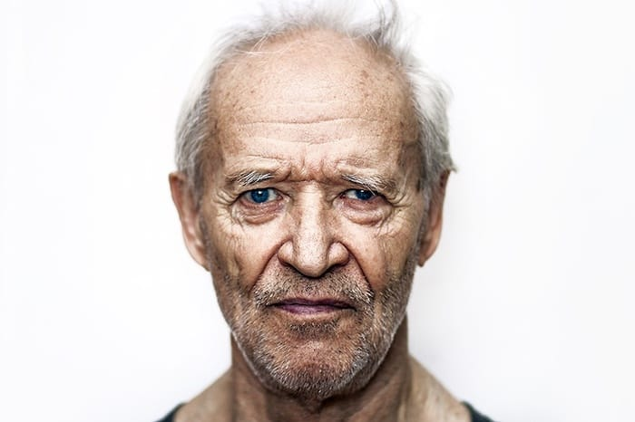 Cambios repentinos en el estado de ánimo y en la personalidad de una persona de edad avanzada: ¿un signo de demencia?