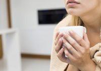أسباب الشعور بالبرد و / أو الجلد الرطب