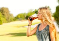"""Neue Forschungsergebnisse zeigen, dass gesüßte """"nährstoffarme"""" Getränke die Stoffwechselgesundheit beeinträchtigen, wenn sie zu viel Energie hinzufügen"""